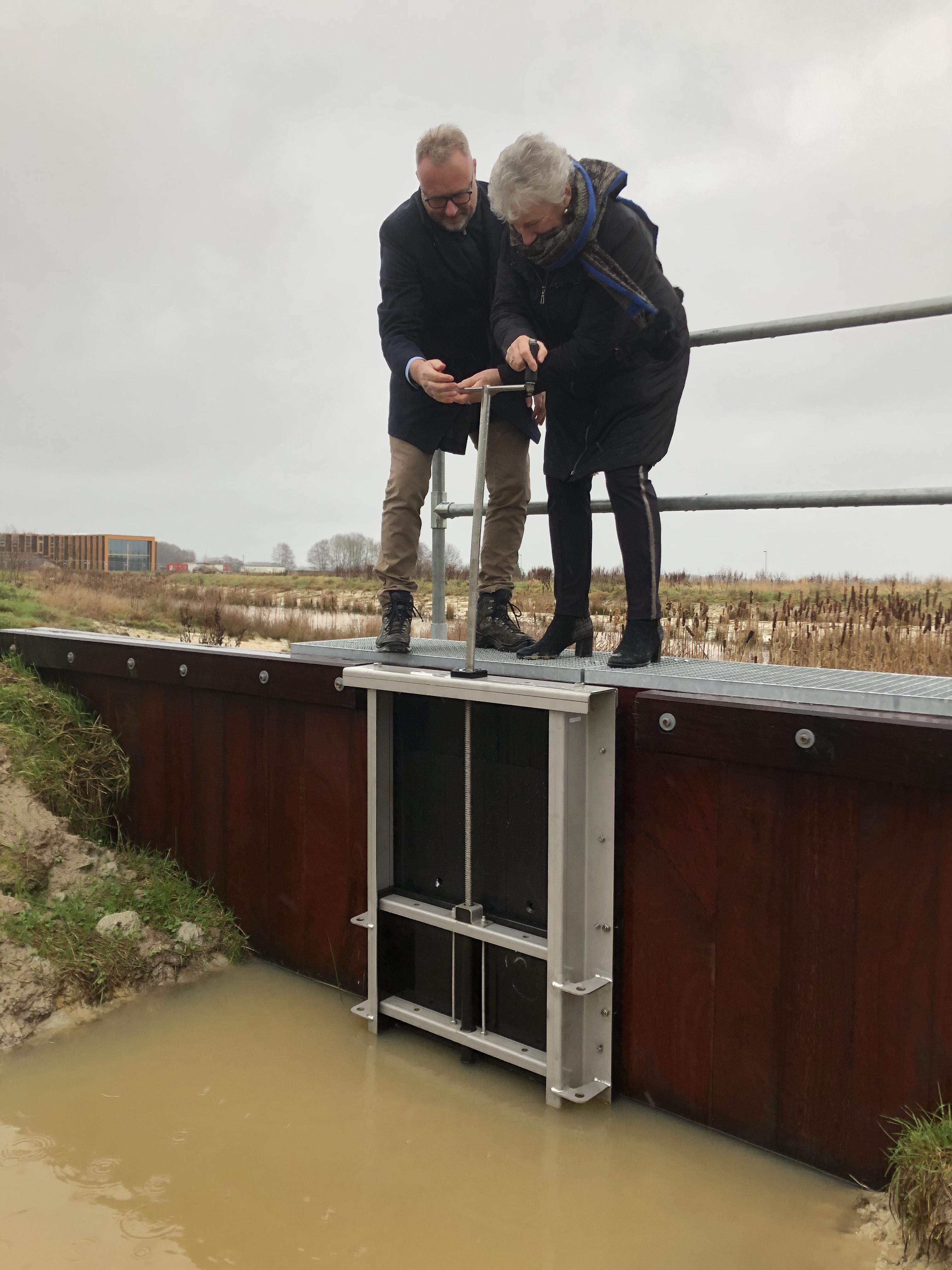 Plaatsing vispassage en nieuwe brug in Oosterwolde